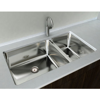 "Cantrio Koncepts 1-1/2 Basin Under-Mount Sink, 18-Gauge 304-Series Stainless Steel (18/10), 10mm Radius with Strainer Drain, 33""W x 18""D x 9""H"