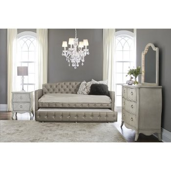 Daybed w/ Trundle Unit View 3
