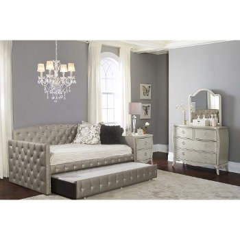 Daybed w/ Trundle Unit View 4
