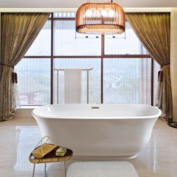 67'' -  White Tub Lifestyle View