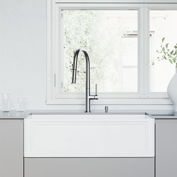 33'' Sink and Greenwich Pull-Down Kitchen Faucet Lifestyle 1