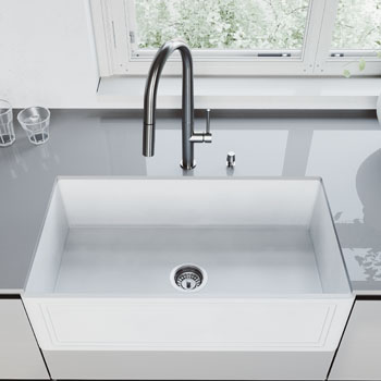 33'' Sink and Greenwich Pull-Down Kitchen Faucet Closeup