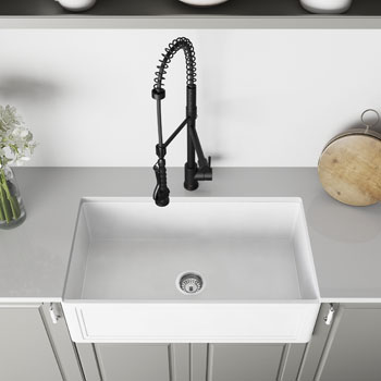 33'' Sink and Zurich Pull-Down Kitchen Faucet Closeup