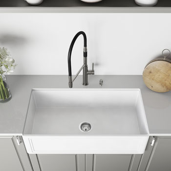 36'' Sink and Norwood Magnetic Spray Kitchen Faucet Closeup