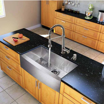 "Vigo All in One 33"" Farmhouse Stainless Steel Kitchen Sink and Faucet Set, VIG-VG15123"